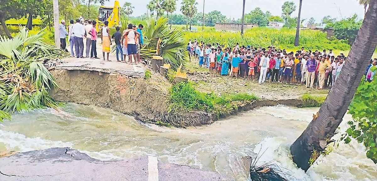 Bihar News: वैशाली में नदी के पानी का बढ़ा दबाव, टूटा बांध, समस्तीपुर में फैला बाढ़ का पानी
