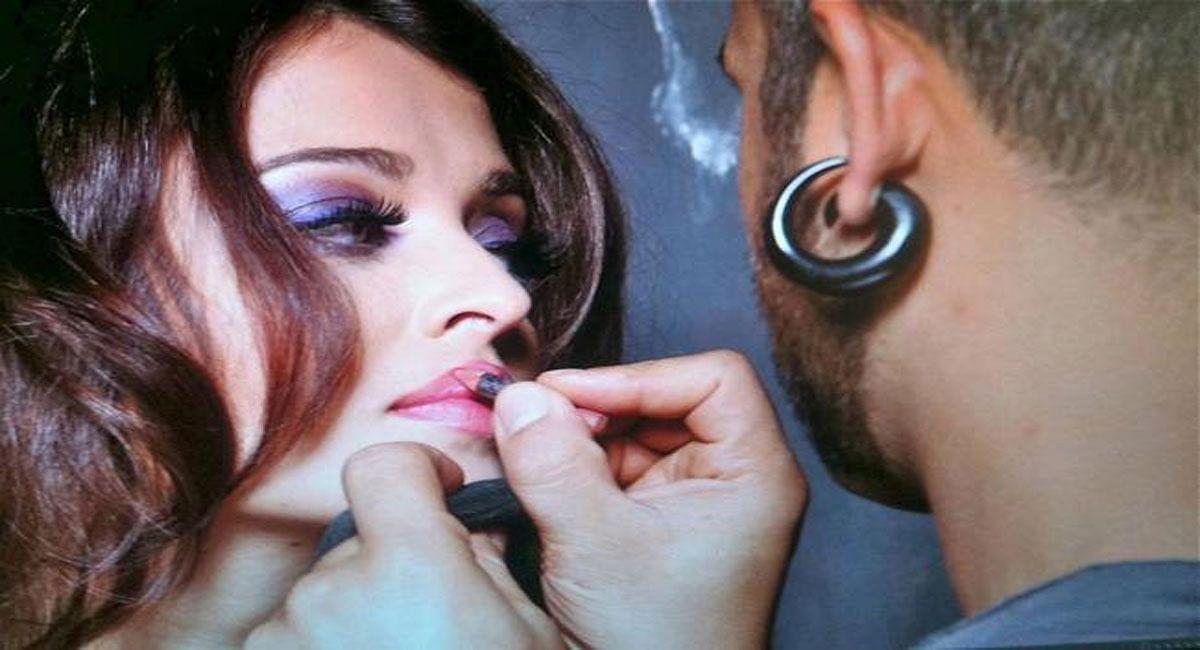 Aishwarya Rai हों या Alia Bhatt, देखें बॉलीवुड एक्ट्रेस की पर्दे के पीछे की मेकअप करते हुए अनदेखी Photos