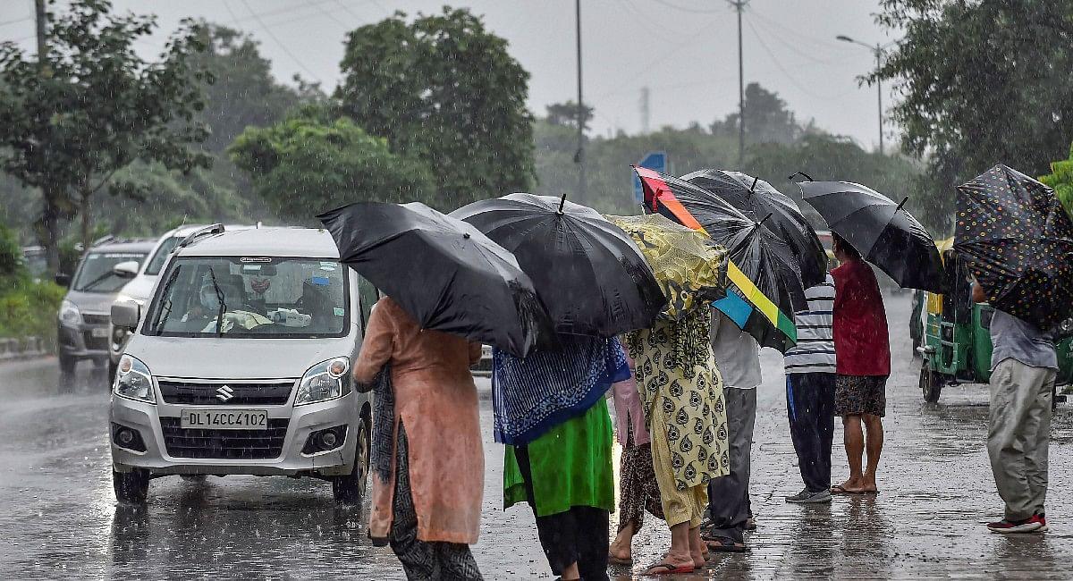 अभी नहीं मिलेगी बारिश से राहत, बारिश की वजह से यूपी में 12 और झारखंड में तीन की मौत