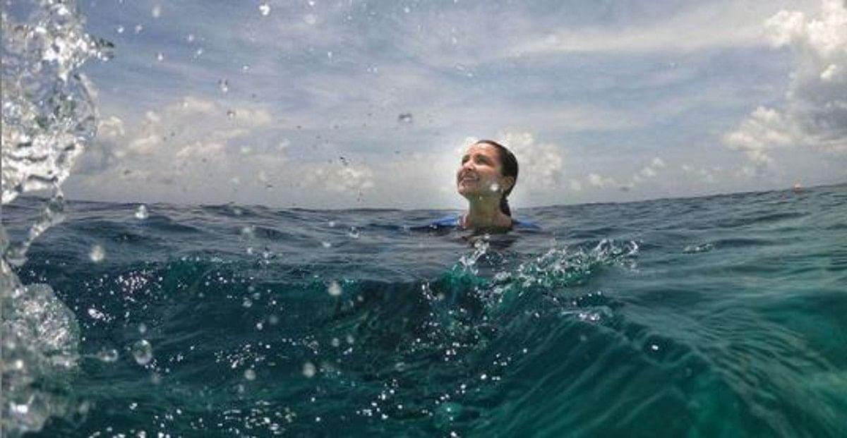 समंदर के अंदर मछलियों के बीच 'जलपरी' बनीं परिणीति चोपड़ा, मेडिटेशन करते Video वायरल