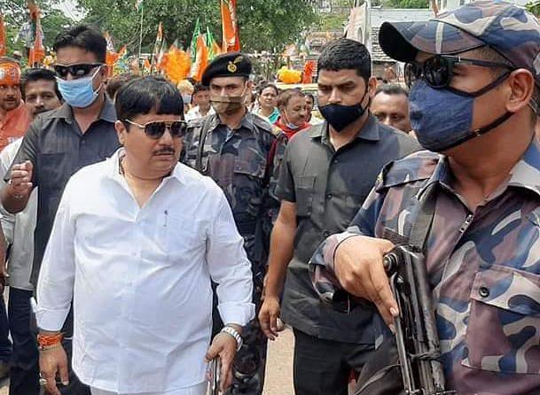 BJP सांसद अर्जुन सिंह के घर पर फिर बमबाजी, NIA को जांच सौंपने के दूसरे दिन हमला, इलाके में दहशत