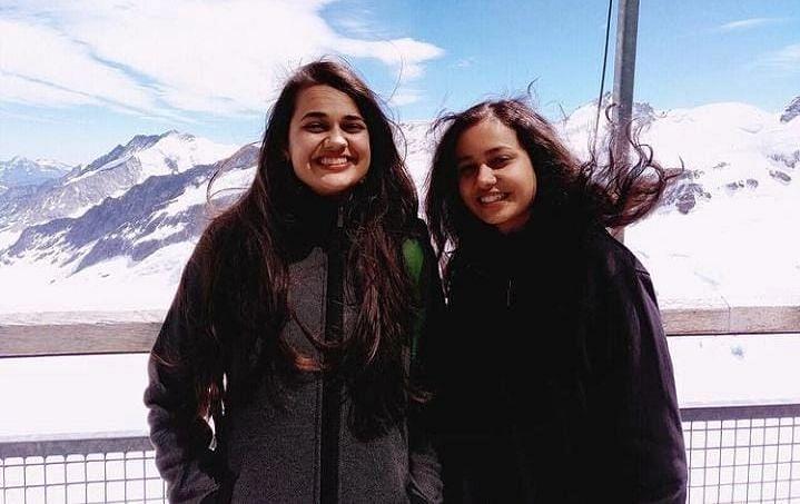 Tina Dabi को रोल मॉडल मानती हैं छोटी बहन रिया डाबी, 23 साल की उम्र में क्रैक किया UPSC Exam