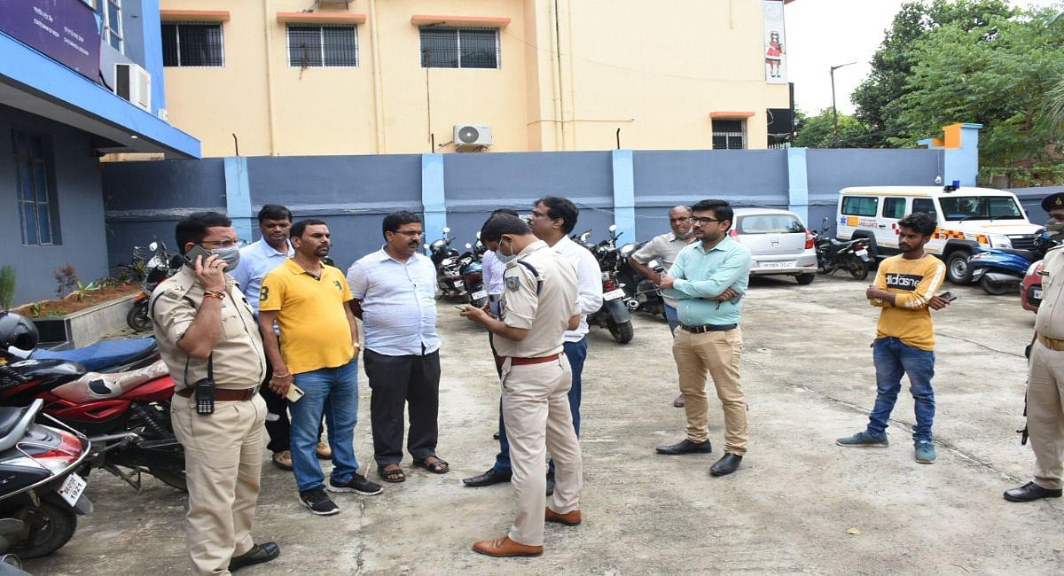 Jharkhand Crime News : देवघर के अंडा कारोबारी से दिनदहाड़े पांच लाख रुपये की छिनतई, CCTV फुटेज खंगाल रही पुलिस