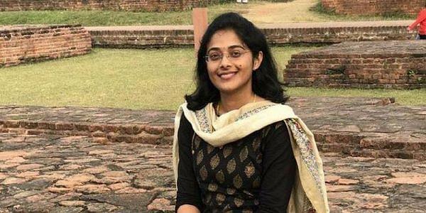 हिंदी मीडियम से पढ़ी सुरभि गौतम पहले ही प्रयास में बन गयीं आईएएस अफसर, पढ़ें सफलता की कहानी