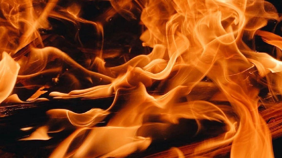 UP News: सहारनपुर में दो युवकों ने बुजुर्ग दंपति पर पेट्रोल डालकर लगाई आग, महज पांच रुपये का था विवाद
