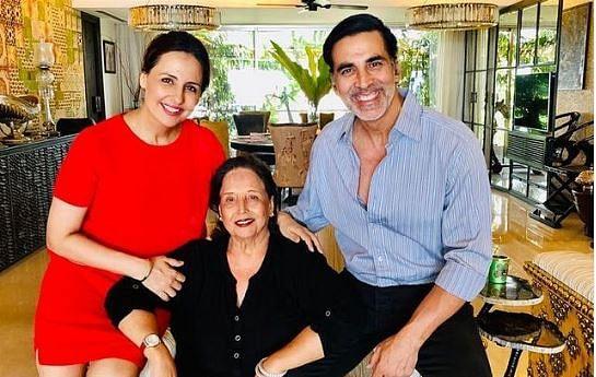 अक्षय कुमार की मां अरुणा भाटिया का निधन, एक्टर ने लिखा- असहनीय दर्द महसूस कर रहा हूं