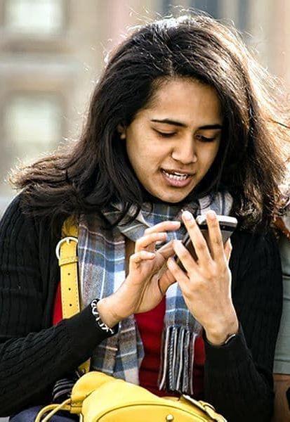 WhatsApp पर ऑनलाइन दिखे बिना चैटिंग करने की ये है Trick