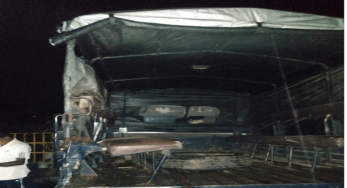 Jharkhand News : झारखंड में पुलिस वैन व ट्रक में टक्कर से एसआई की मौत, 3 पुलिसकर्मी समेत 5 घायल