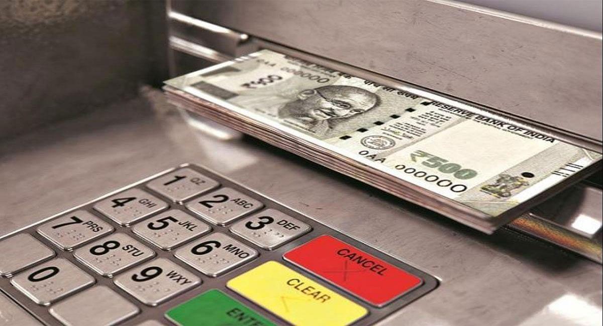 ATM Cash Withdrawal Rule: SBI, PNB समेत इन बैंकों से कितना निकाल सकते हैं कैश, जानिए यहां...
