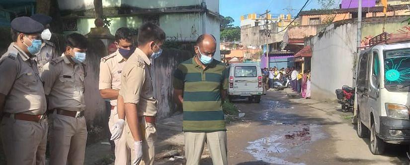 Jharkhand News : झारखंड के जमशेदपुर में क्रिमिनल की गला रेतकर हत्या, छापामारी कर रही पुलिस