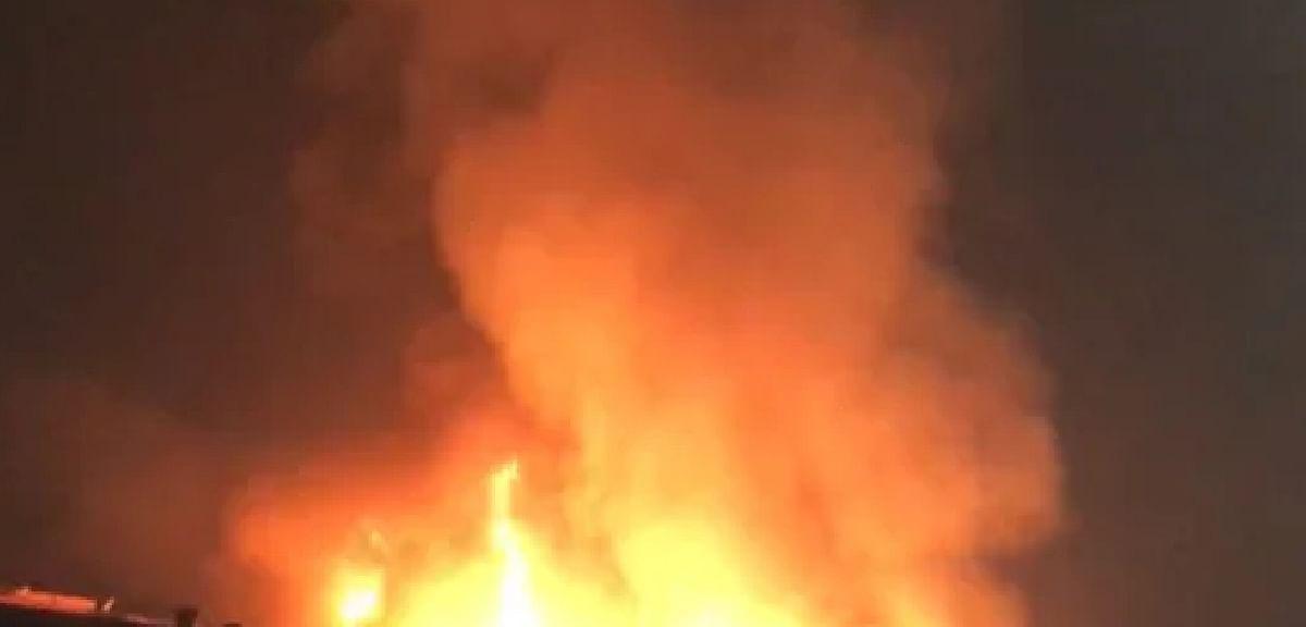 दिल्ली :लक्ष्मी नगर के मंगल बाजार स्थित घर में लगी आग, एक व्यक्ति की मौत, दमकलकर्मी घायल