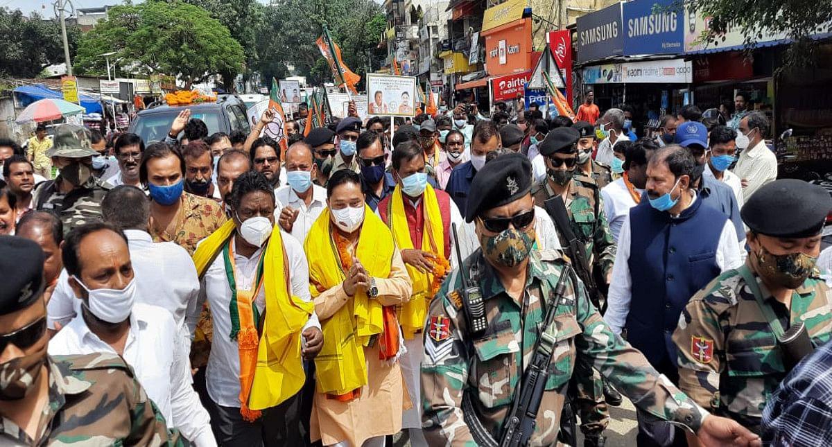 सिमडेगा जाने के दौरान खूंटी में रुके BJP के झारखंड प्रभारी दिलीप सैकिया, कार्यकर्ताओं में भरे जोश