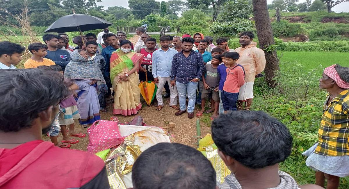 पत्नी के शव को ला रहे पति की सड़क दुर्घटना में मौत, रामगढ़ के रोला से दंपती की निकली अर्थी, बच्चे हुए बेसहारा