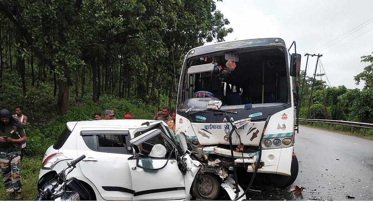 झारखंड में भीषण सड़क हादसा, कार-बस में भिड़ंत से 3 की मौत, 1 बच्चे की हालत नाजुक