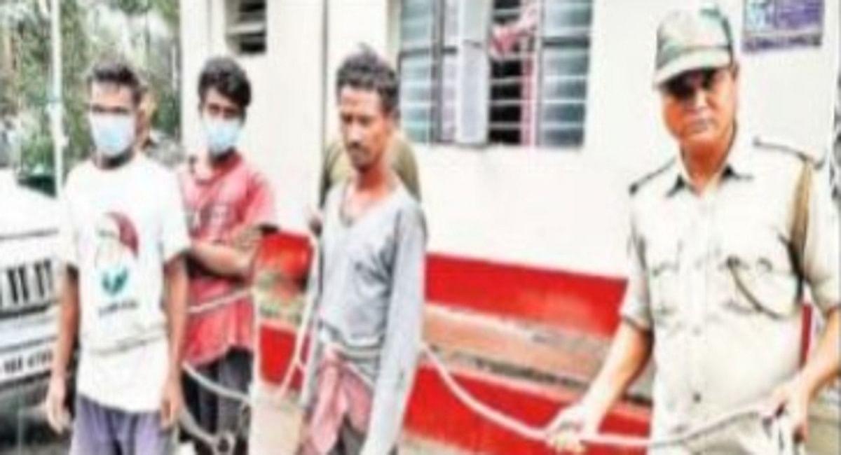 दुमका में महिला व उसके कथित प्रेमी को निर्वस्त्र घुमाया, भैंसुर, देवर, ग्राम प्रधान समेत 6 लोग गिरफ्तार