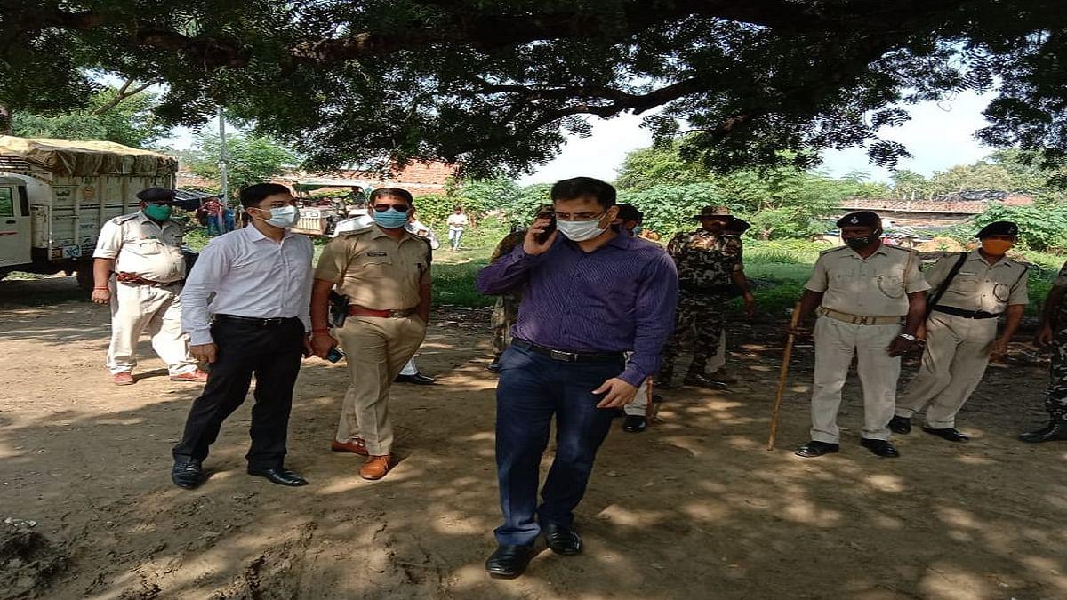 औरंगाबाद में बवाल, नौगढ़ के विसैनी बूथ पर मुखिया प्रत्याशी के पति ने की फायरिंग, 5 लोग गिरफ्तार