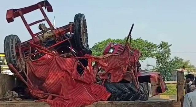 मुजफ्फरपुर में ट्रैक्टर और कंटेनर के बीच भीषण टक्कर, हादसे में एक की मौत