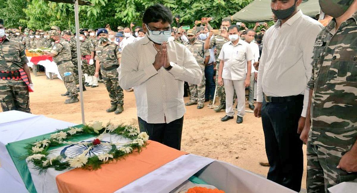 शहीद डिप्टी कमांडेंट राजेश कुमार को CM हेमंत सोरेन ने दी श्रद्धांजलि, बिहार के मुंगेर में होगा अंतिम संस्कार