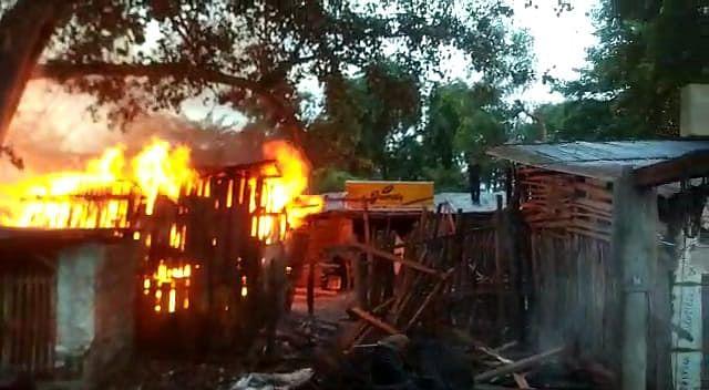 Bihar News: भागलपुर के नवगछिया में लकड़ी गोदामों में लगी भीषण आग, 50 लाख से अधिक की संपत्ति जलकर खाक