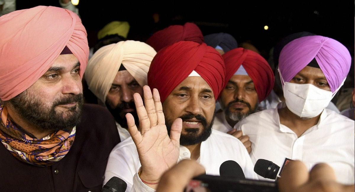 Punjab CM Oath Live: चरणजीत सिंह चन्नी ने मुख्यमंत्री पद की ली शपथ, रंधावा और ओपी सोनी भी मंत्री बने