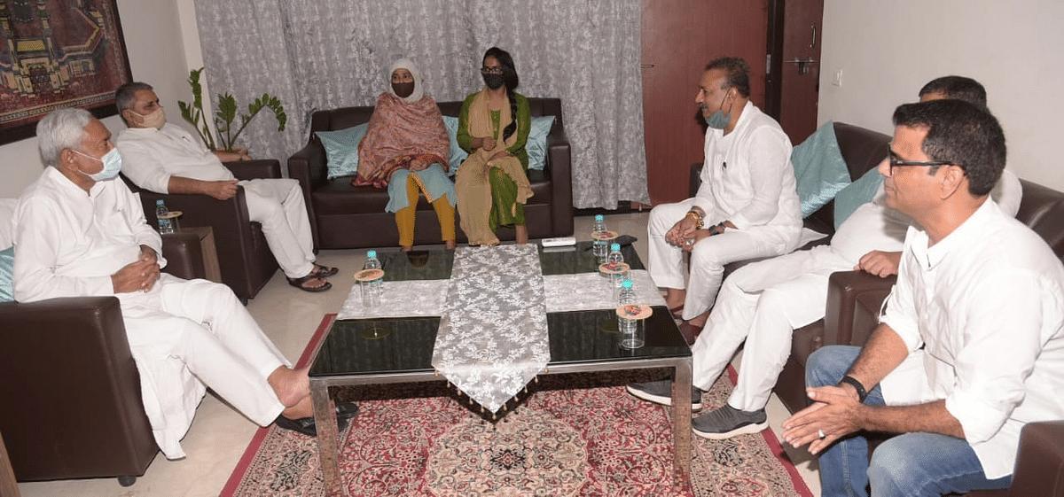 बिहार विधान परिषद उपचुनाव: तनवीर अख्तर के निधन से खाली हुई सीट पर जदयू उनकी पत्नी को बनायेगा उम्मीदवार