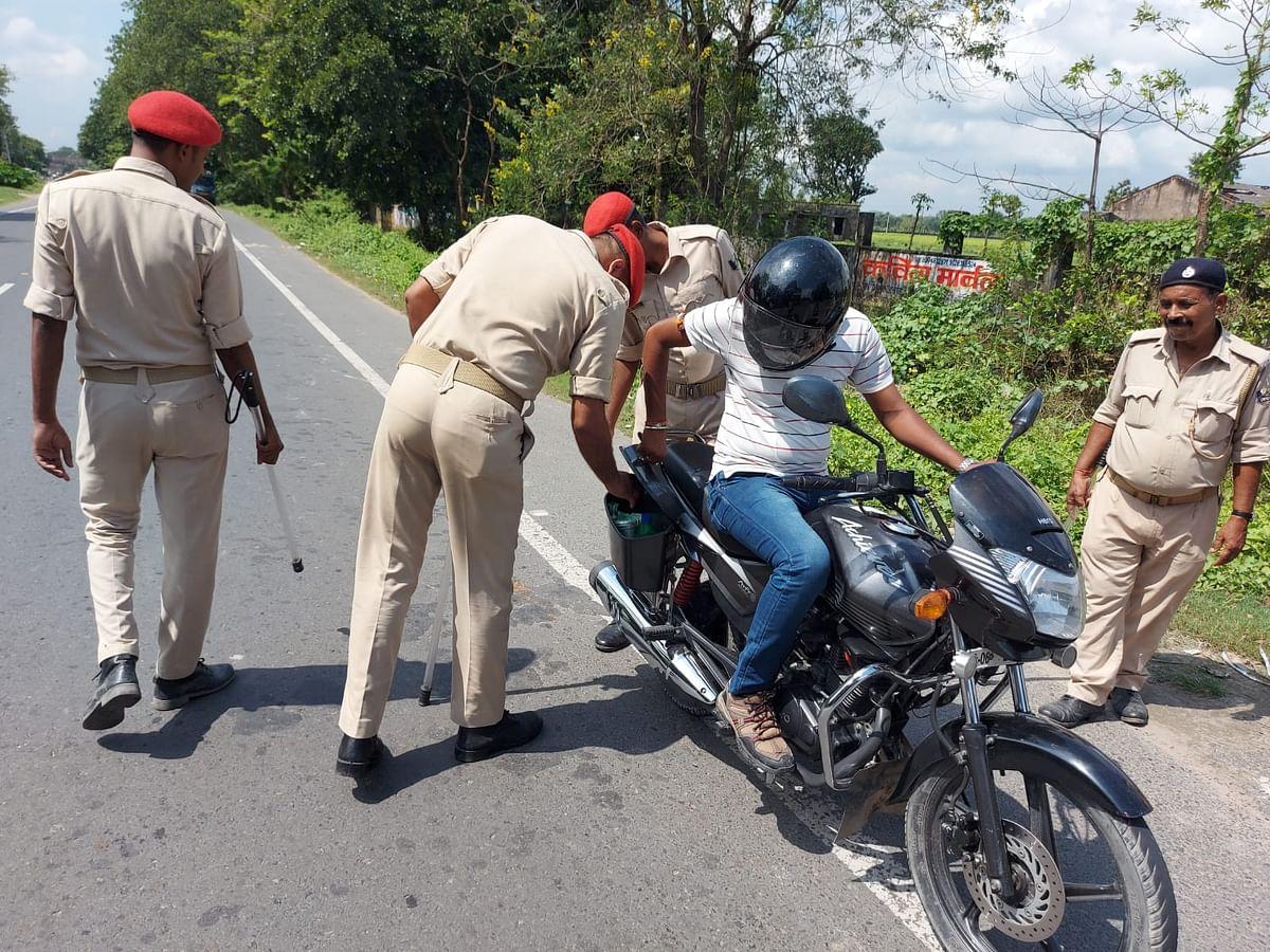 सरैया में फायरिंग की घटना होने के बाद मड़वन-सरैया रोड में पुलिस अलर्ट