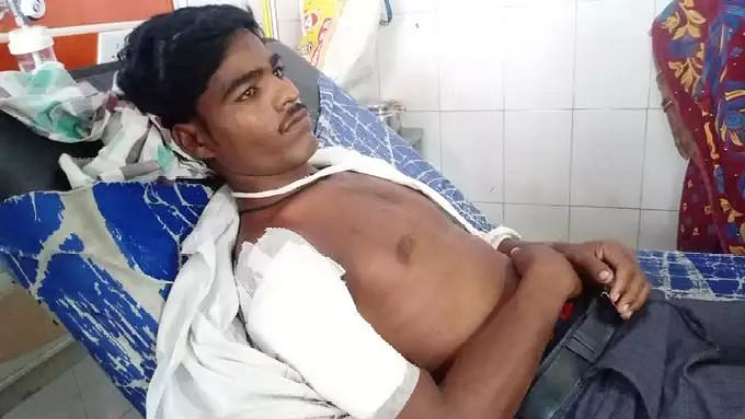 UP News: ललितपुर में कोरोना वैक्सीन लगवाने के बाद युवक की तबीयत बिगड़ी, हाथ-पैर पड़े सुन्न, जानें पूरा मामला