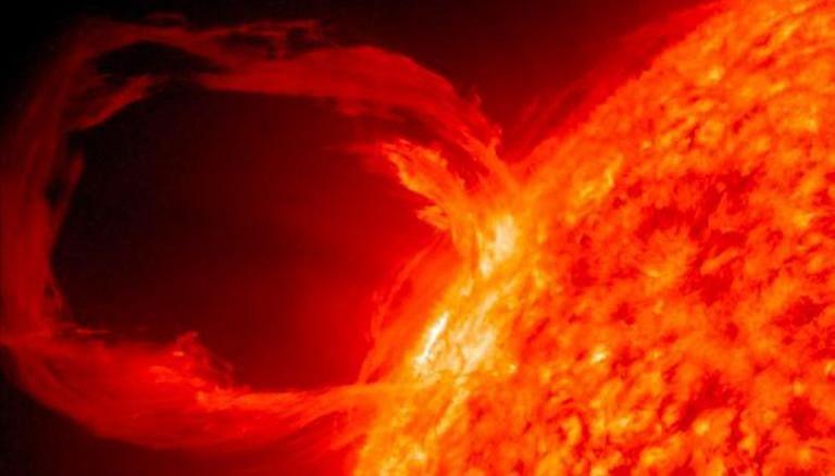 Solar Storm: ठप हो जाएगी पूरी दुनिया की इंटरनेट सेवा! सूर्य से आ रही है बड़ी आफत