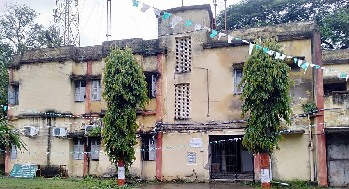 Jharkhand News : 10 करोड़ की लागत से हजारीबाग के स्टेट टैक्स ऑफिस में दिखेगा बदलाव, पुराने भवन की स्थिति जर्जर