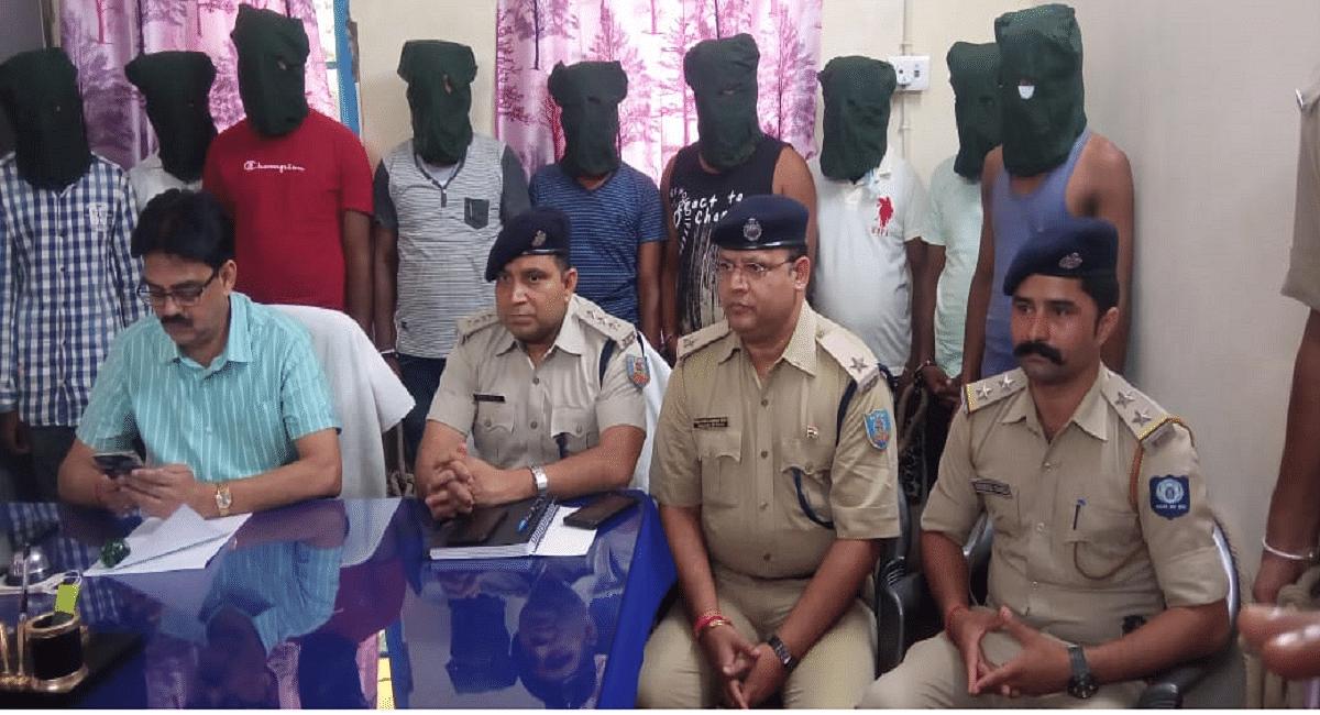 Jharkhand News :हिमाचल प्रदेश में ठगी करने वाले 9 साइबर क्रिमिनल झारखंड से अरेस्ट, जब्त मोबाइल खंगाल रही पुलिस