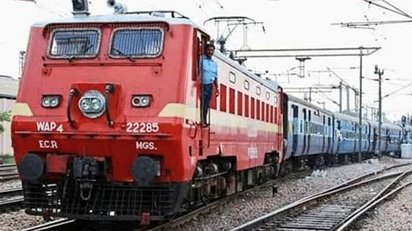 Indian Railway : ट्रेनों का सफर अब नहीं रहेगा उबाऊ, लेट लतीफी दूर करने के लिए ये कदम उठाने जा रहा रेलवे