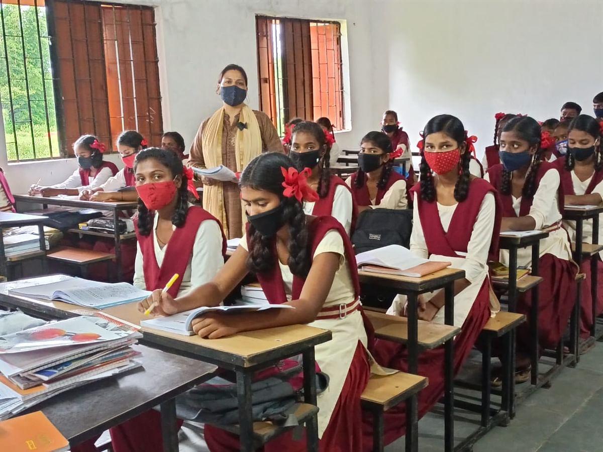 Jharkhand News : झारखंड के सरकारी स्कूलों के शिक्षक बिना लोकेशन बताये नहीं बना सकेंगे हाजिरी