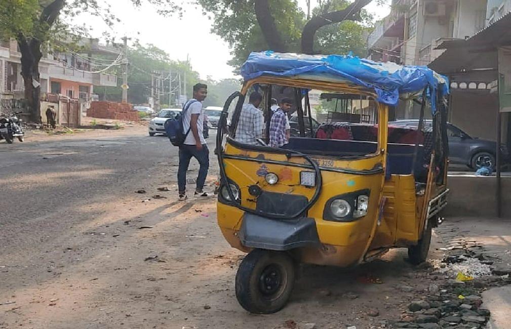 Jharkhand News : झारखंड के पलामू में स्कॉर्पियो-ऑटो में टक्कर, 1 महिला की मौत, ड्राइवर समेत 4 लोग घायल