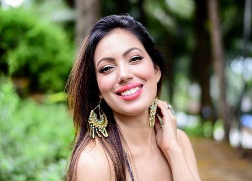Taarak Mehta Ka Ooltah Chashmah: डीप नेक वाला ड्रेस पहनकर 'बबीता जी' ने ढाया कहर, तसवीरों पर आ जाएगा आपका दिल
