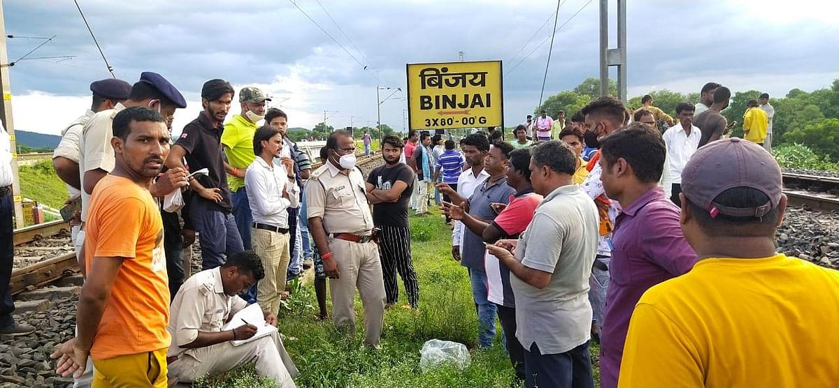 Jharkhand News : झारखंड में भीषण हादसा, दुरंतो एक्सप्रेस की चपेट में आकर 4 लोगों की मौत
