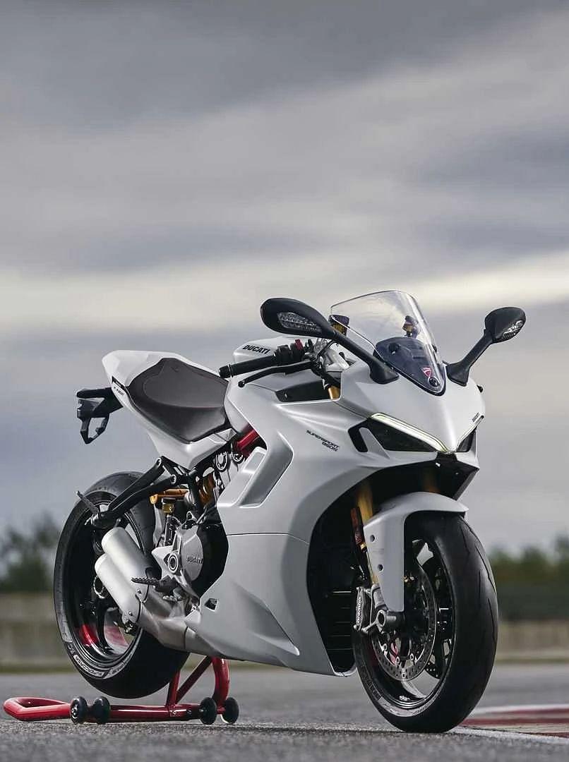 Ducati की नयी सुपरबाइक SuperSport 950 देखी आपने? मिलेंगे होश उड़ानेवाले फीचर्स