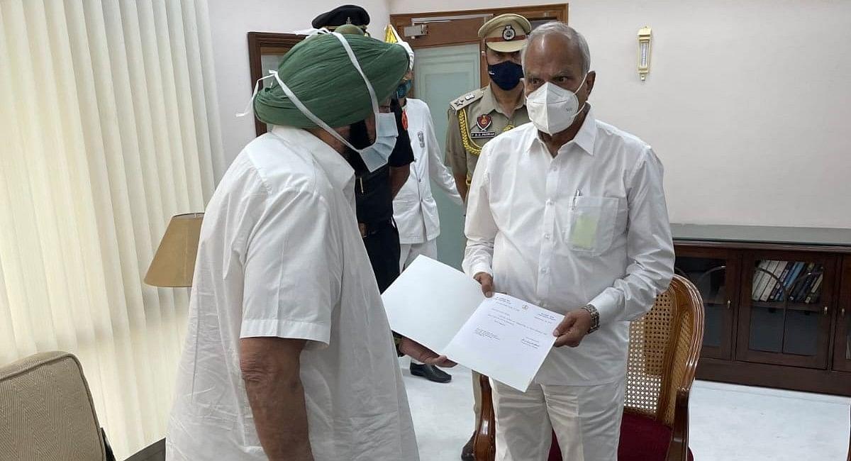 पंजाब के मुख्यमंत्री अमरिंदर सिंह का इस्तीफा, कांग्रेस आलाकमान को दिया यह संदेश