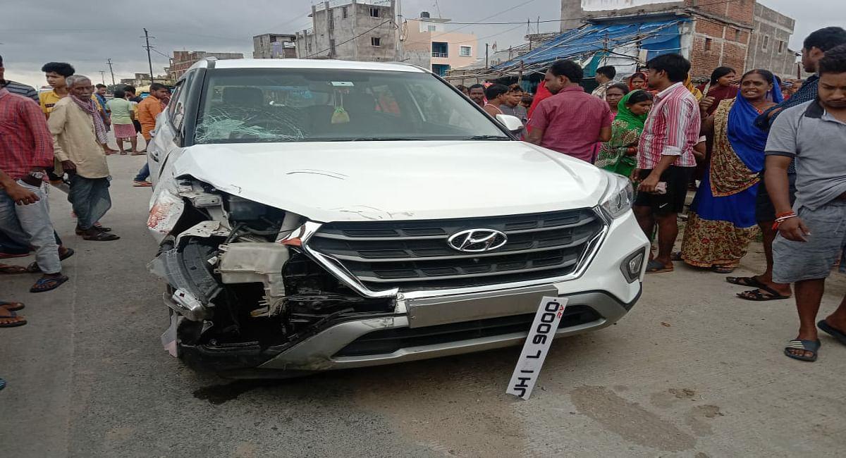 हजारीबाग जीटी रोड में कार-बाइक के बीच टक्कर, एक की मौत, दो गंभीर रूप से घायल, विरोध में घंटों सड़क जाम