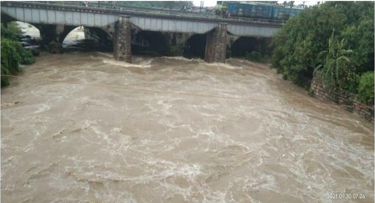 Jharkhand Weather News: BCCL के केशलपुर खदान में घुसा नदी का पानी, मौके पर पहुंची रेस्क्यू टीम