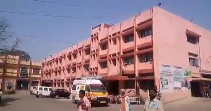 भागलपुर के मायागंज अस्पताल में डॉक्टरों की अमानवीयता! इलाज कराने आए बच्चे को इमरजेंसी से भगाया,रास्ते में मौत
