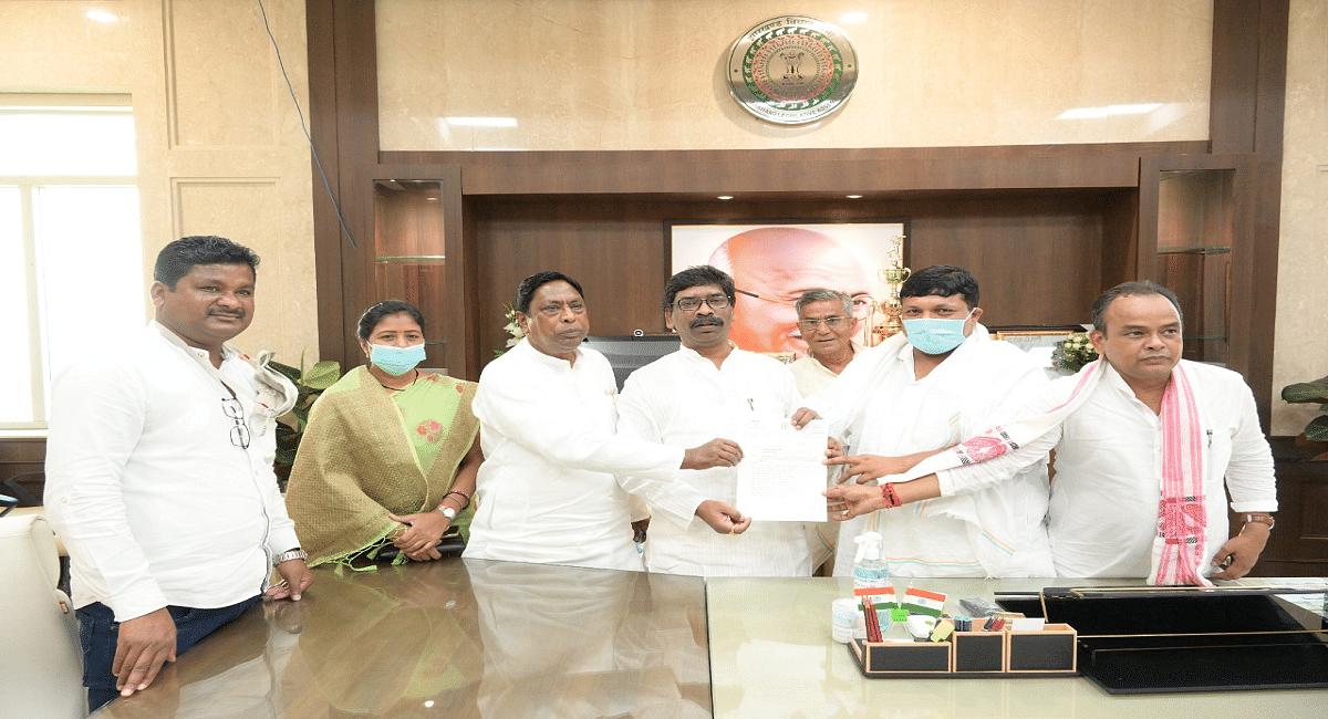 झारखंड के मंदिरों को खोलने की मांग, सीएम हेमंत सोरेन से मिले कृषि मंत्री बादल पत्रलेख