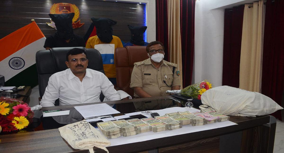 Jharkhand Crime News: 9 लाख रुपये से अधिक के छिनतई मामले में कंपनी का कर्मी ही निकला साजिशकर्ता