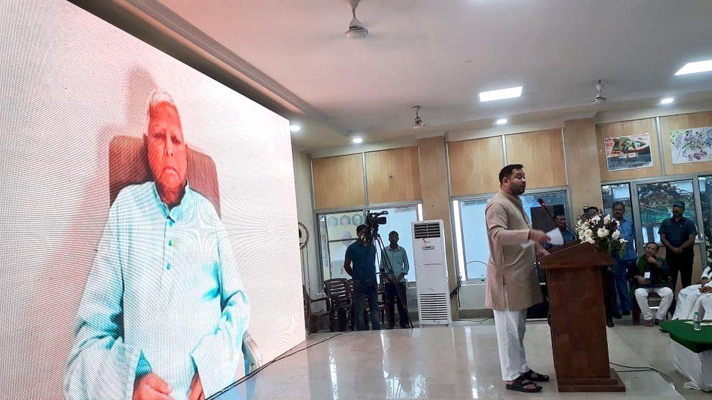 बिहार में उपचुनाव से पहले लालू यादव ने राजद नेताओं को दिये जीत के टिप्स, केंद्र सरकार पर भी साधा निशाना
