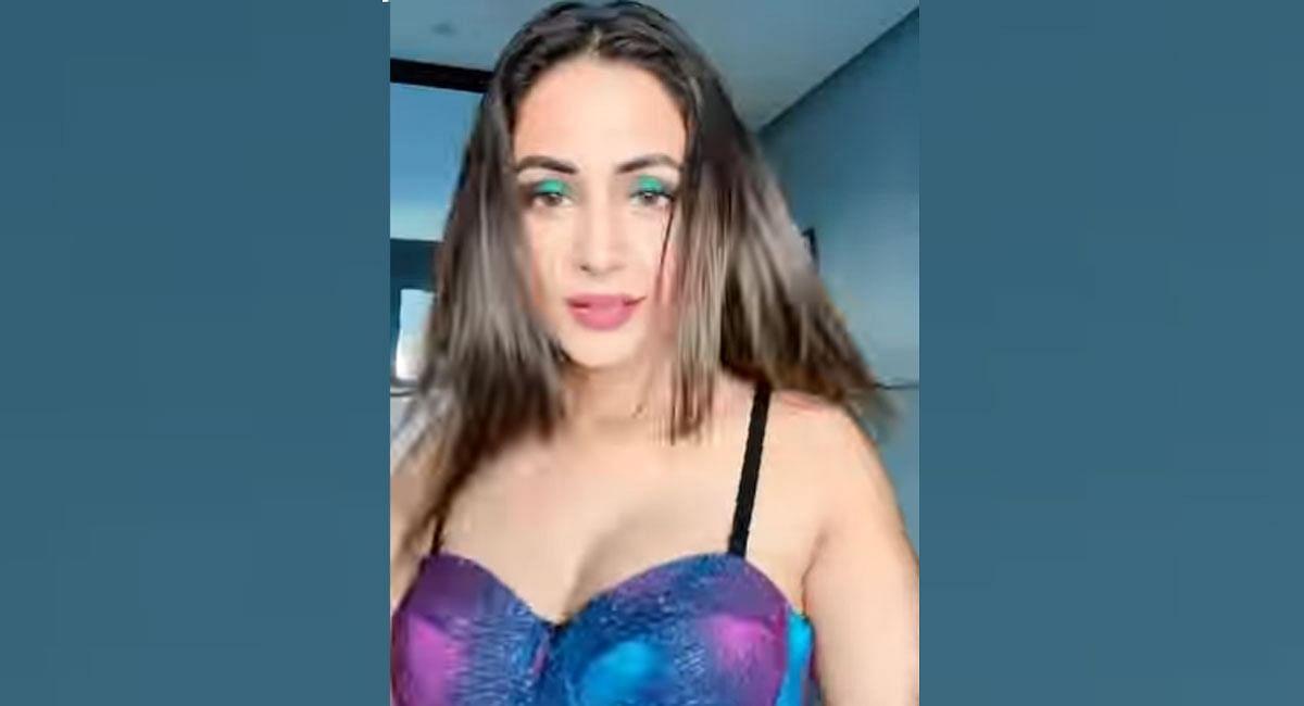Hina Khan Makeup Tutorial goes viral, actress copied kareena  style