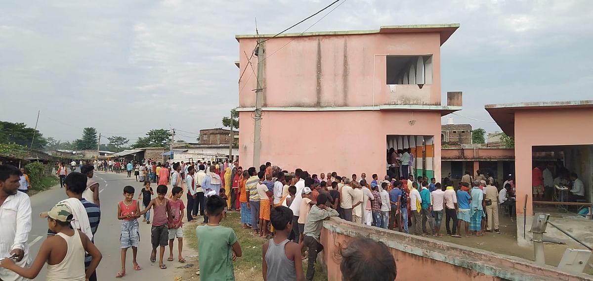 Bihar Panchayat Election: वोटिंग में धांधली कराने के आरोप में बूथ से रिटर्निंग ऑफिसर गिरफ्तार