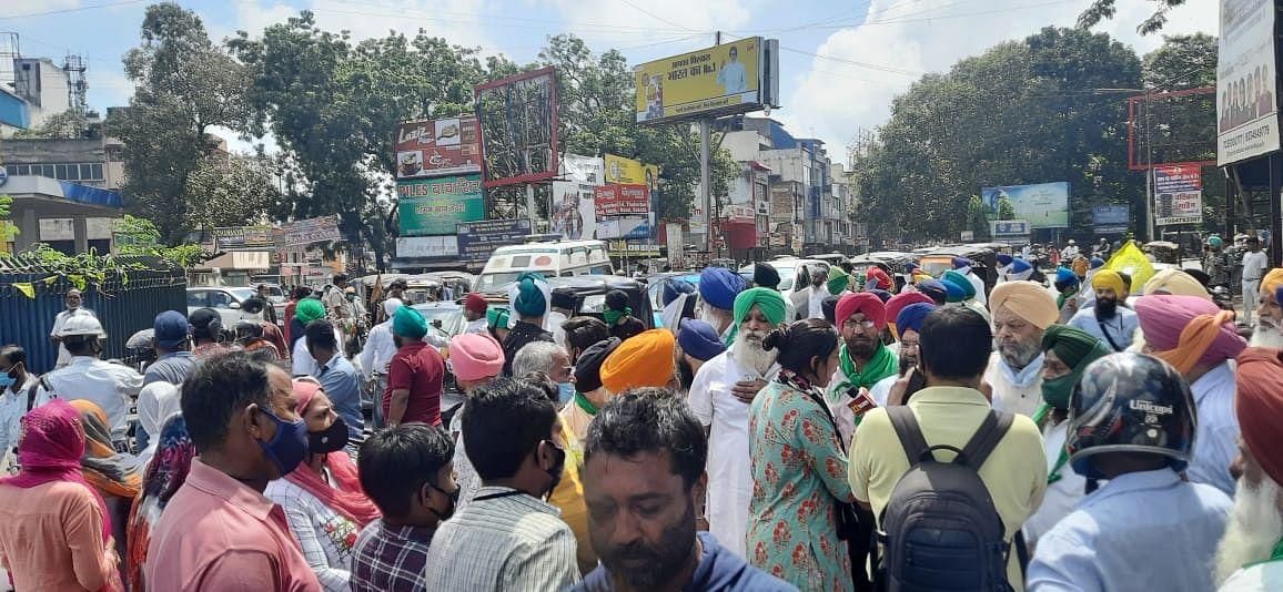 Bharat Bandh Updates: दिन भर के भारत बंद के बाद राकेश टिकैत बोले- वार्ता के लिए तैयार हैं किसान