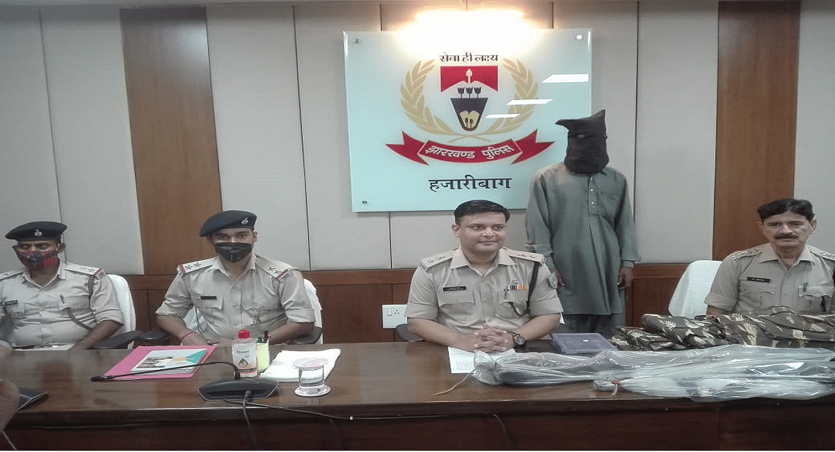 Jharkhand News : झारखंड की हजारीबाग पुलिस को बड़ी सफलता, हथियार के साथ लेवी वसूलने वाला गिरफ्तार
