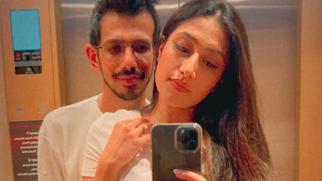 चहल ने पत्नी धनश्री वर्मा से खास अंदाज में किया प्यार का इजहार, शेयर की रोमांटिक तस्वीरें