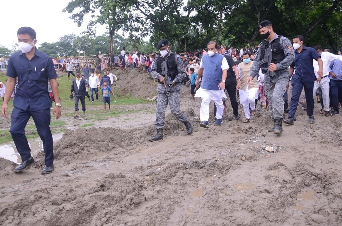 असम के दरांग जिले में पुलिस और प्रदर्शनकारियों के बीच झड़प, दो की मौत, रिटायर्ड जज करेंगे जांच
