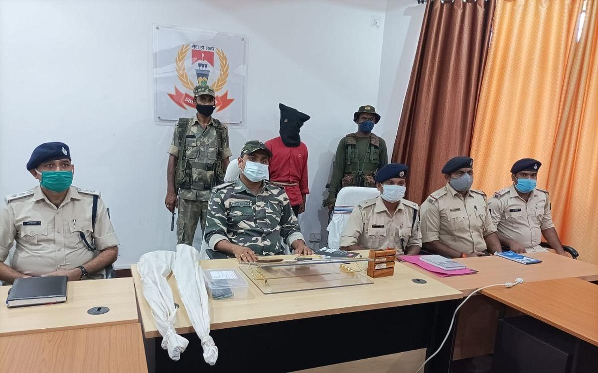 झारखंड की लातेहार पुलिस को मिली बड़ी सफलता, हथियारों के साथ चतरा का नक्सली अरेस्ट
